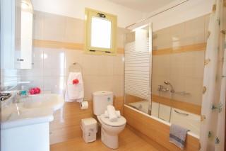 villa-kefalonia-bathroom