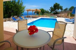 villa-astra-kefalonia-pool