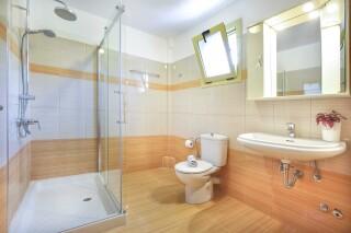 accommodation astra villas kefalonia bathroom
