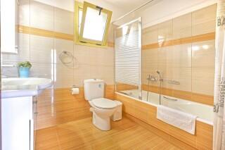 accommodation astra villas kefalonia big bathroom